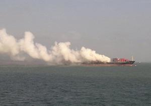 В Аравийском море загорелся контейнеровоз с украинцами на борту