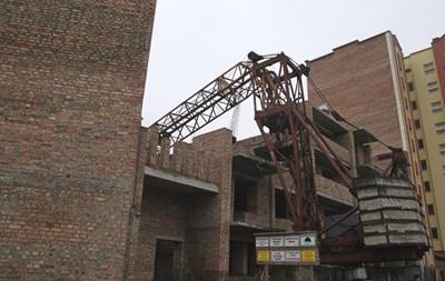 В Тернополе на новостройку упал башенный кран
