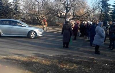 В Макеевке местные жители перекрыли дорогу из-за нехватки гумпомощи - СМИ