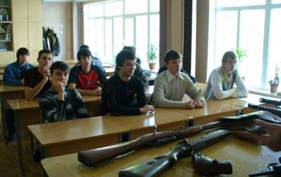 Порошенко поручил восстановить начальную военную подготовку в школах