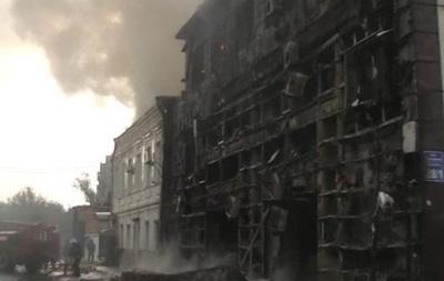 В Харькове горел трехэтажный офисный центр с автомойкой