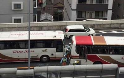 Три автобуса и мотоцикл столкнулись в Японии, 50 пострадавших