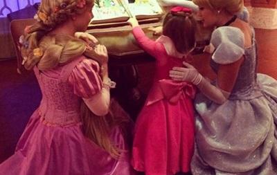 Интернет покорили наряды, которые мама создает для своей дочки