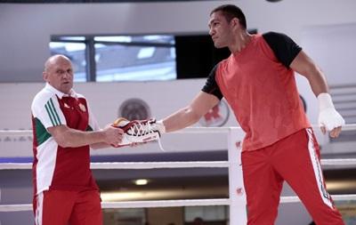 Кличко заставляет Пулева боксировать в своих перчатках