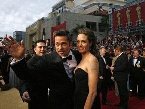 СМИ: Питт и Джоли усыновят ребенка из Индии