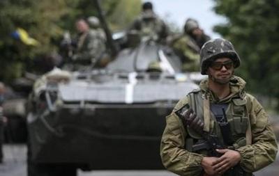 За сутки позиции силовиков обстреляли 26 раз, есть раненые - штаб АТО