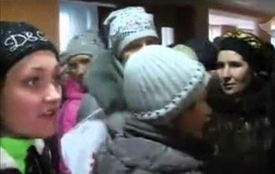 Голодный бунт . В Енакиево десятки женщин требовали социальных выплат