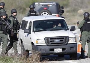 Убежище разыскиваемого экс-полицейского в США штурмует спецназ - есть убитый и раненый
