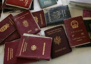 Двое россиян предъявили украинским пограничникам паспорта граждан мира