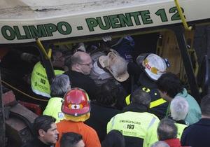 В Буэнос-Айресе автобус столкнулся с двумя поездами: семь погибших, более 170 раненых