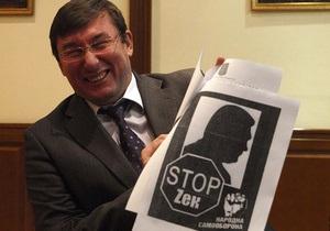 ПР заявила, что нашла в офисе Самообороны 10 тонн листовок, дискредитирующих Януковича