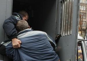 В Харьковской области из автозака сбежал подозреваемый в разбойном нападении
