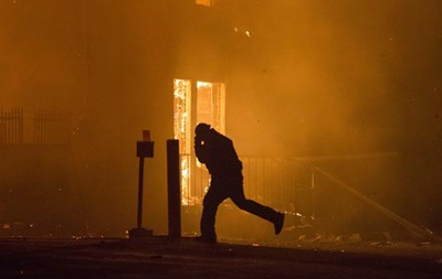 Поджоги и погромы в Фергюсоне - репортаж
