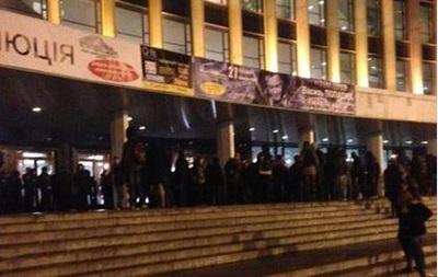 Выросло число пострадавших милиционеров на акции против концерта Ани Лорак