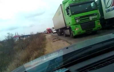 В очереди на паром в Крым стоит почти тысяча автомобилей