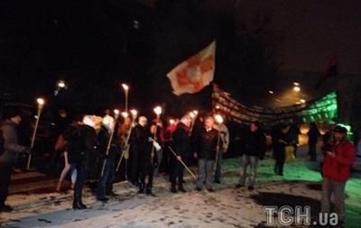 Активисты устроили факельное шествие к зданию МВД в Киеве