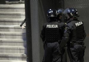 Националисты в Варшаве забросали полицию бутылками