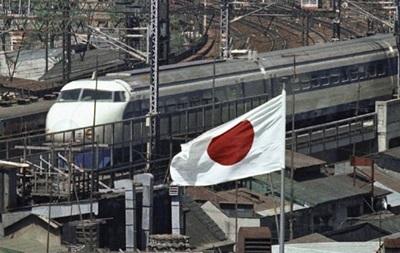 В Японии скоростной поезд с 300 пассажирами заметает снегом