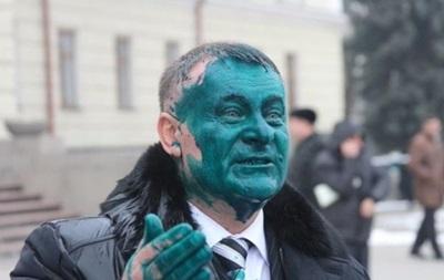 На Хмельнитчине экс-регионала облили зеленкой