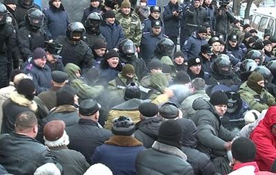 В Виннице посадили активиста, порвавшего портрет Порошенко