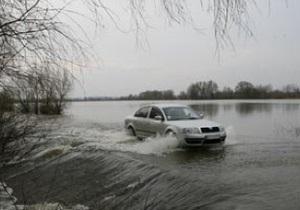 Под Киевом затопило дамбу