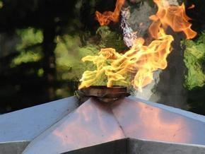 В Севастополе зажгли Вечный огонь, погашенный 30 лет назад
