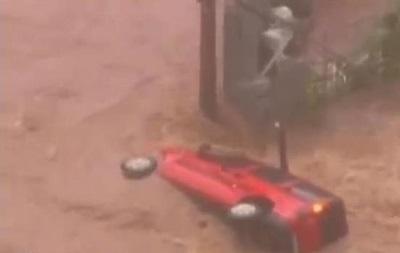 В крупнейшем городе Бразилии потоп: потоки воды уносят автомобили