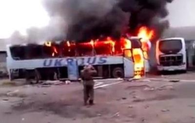Сепаратисты сняли на видео, как фотографировались у горящего автобуса