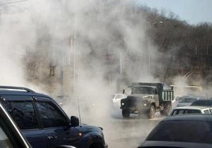 В Киеве в связи с прорывом теплотрассы на пресечении Лаврской и Старонаводницкой на неделю ограничили движение