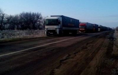 Из 22 грузовиков с гумпомощью на Донбасс батальоны пропустили только один