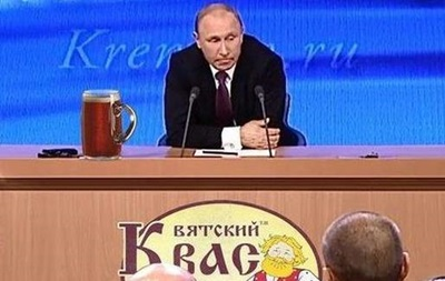 Поцелуй с медведем, Путин и вятский квас: фото дня