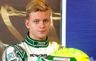 Сын Михаэля Шумахера протестировал болид Формулы-4