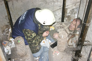 В Полтавской области мужчина упал в шахту лифта