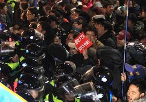 В Сеуле 40 полицейских получили ранения на акции против договора о свободной торговле с США