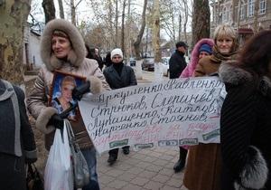 В Николаеве Беркут разогнал пикет под зданием областного управления МВД