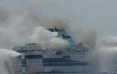 Спасение пассажиров горящего в Адриатике парома затрудняет шторм