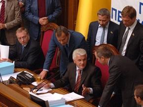 Из зарплаты депутата вычтут 6 тысяч гривен на ремонт микрофона Литвина