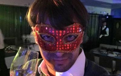 Шовковский в маске пожелал мира в Новом году