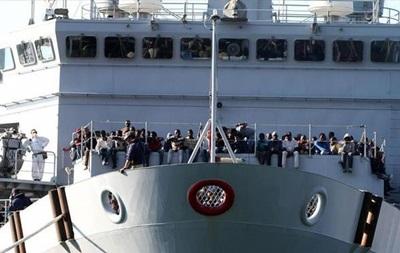 У берегов Италии обнаружено дрейфующее судно с беженцами
