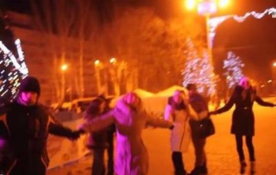 В центре Донецка в новогоднюю ночь танцевали под песню  Я хочу перемирия