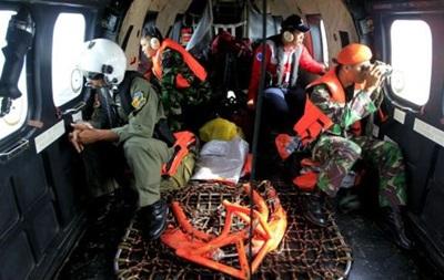 Лайнер AirAsia: погода мешает поискам  черных ящиков