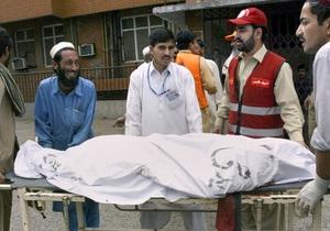 В Пакистане смертник подорвал пассажирские автобусы: десятки погибших и пострадавших