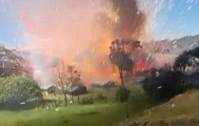 Очевидцы сняли на видео взрыв на фабрике фейерверков