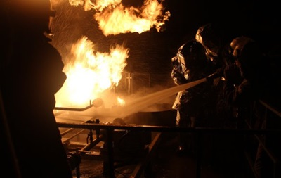 Под Киевом спасатели ликвидировали пожар на заправке