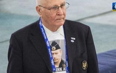 Российского спортивного чиновника заставили снять футболку с Путиным