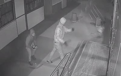 Напавшего на магазин Roshen в Киеве посадили под домашний арест
