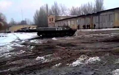 Сепаратисты выложили в сеть видео  дрифта  на военной технике