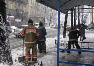 В Киеве и области работают 700 спасателей и 166 единиц спецтехники МЧС