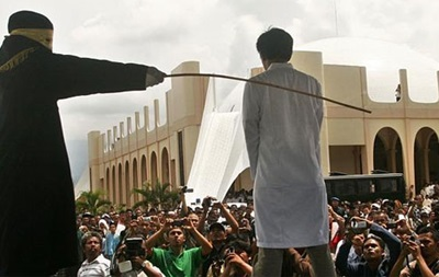 В Саудовской Аравии отложили публичную порку блогера