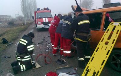 Под Хмельницком столкнулись автобус и грузовик, семеро пострадавших